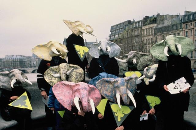Les éléphants masqués à Paris en 1989 © Jean-Pierre Edin / Robin des Bois