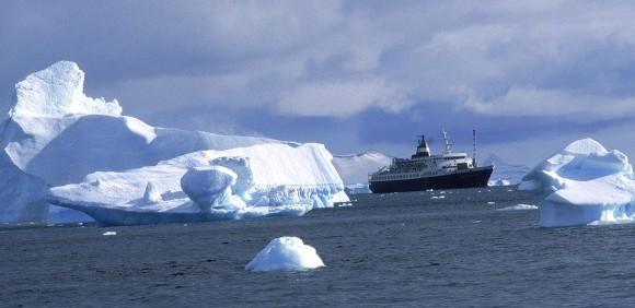 Cruise-North-Expedition-Shore-Excursion-2-Robin-des-Bois-2013